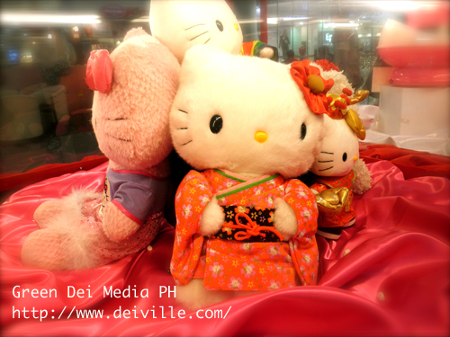 Luxe Collection from Hello Kitty Christmas Village at SM North The Block